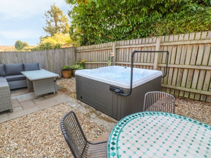 Amazing Cottages With Hot Tubs In Falmouth Luxury Hot Tub Holidays Home Interior And Landscaping Ponolsignezvosmurscom