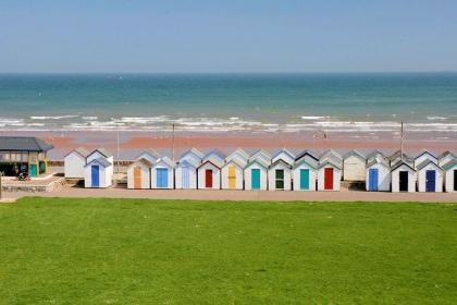Top Beaches to Explore along the English Riviera