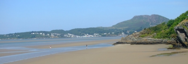 Beach Holiday Accommodation in Borth-y-gest to Rent